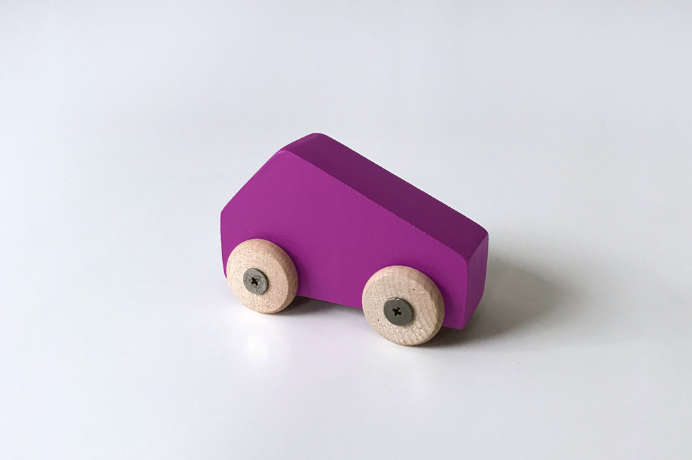 Petite voiture mauve $9.00 CAD