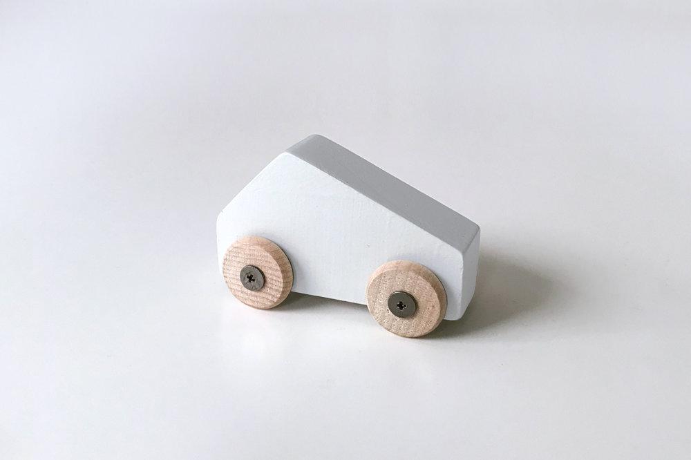 Petite voiture grise $9.00 CAD