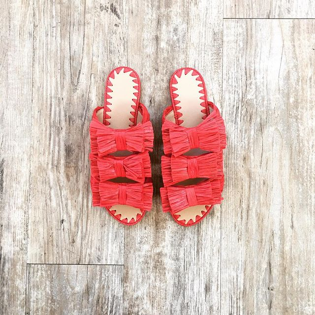 These raffia cuties have me ready for the weekend! Happy Friday! ❣️☀️ #betsykingshoes #paseoartsdistrict #myhappyplace #shoelover #shoesaremyjam #spring