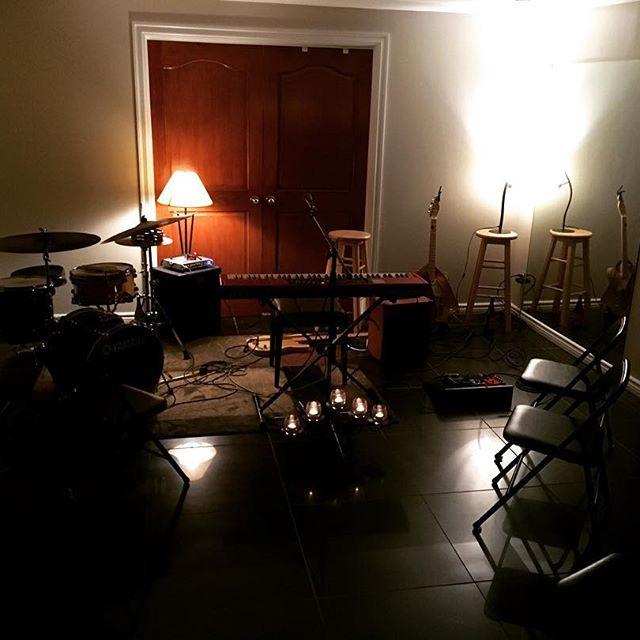 Pre-house concert at Dan's family's home in Dorval!