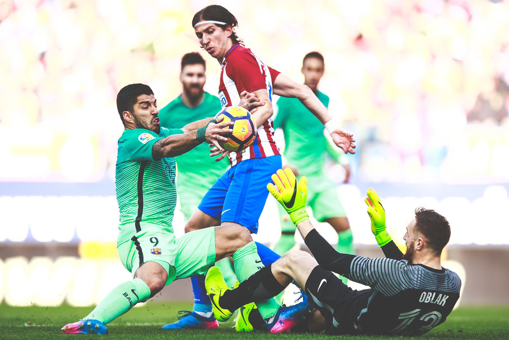 Goalkeeper Jan Oblak (R) stops FC Barcelona player Luis Suarez's attack during the La Liga match between Club Atletico de Madrid and FC Barcelona at Vicente Calderon Stadium on February 26, 2017 in Madrid, Spain.