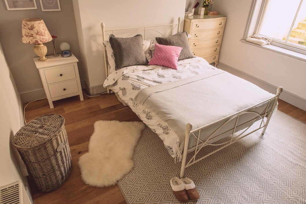 Darlings of Chelsea bedroom grey and white rug