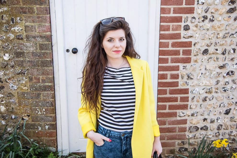 Yellow coat / Blogger Style ››