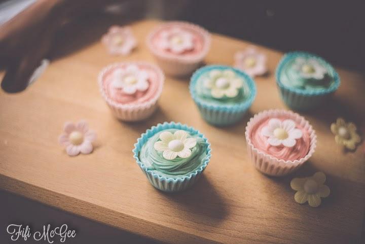 Fifi McGee: Baking Dr Oetker edible case cupcakes