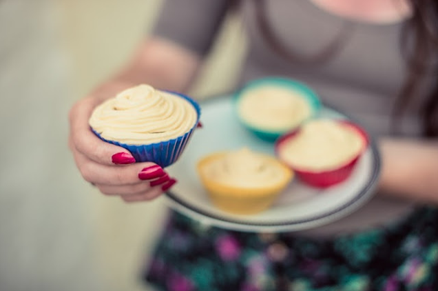 10 simple baking recipes ›› Delicious vanilla cupcakes