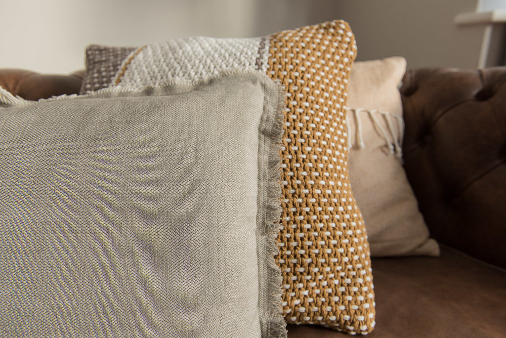 How to arrange your modern farmhouse cushions: tips from a stylist