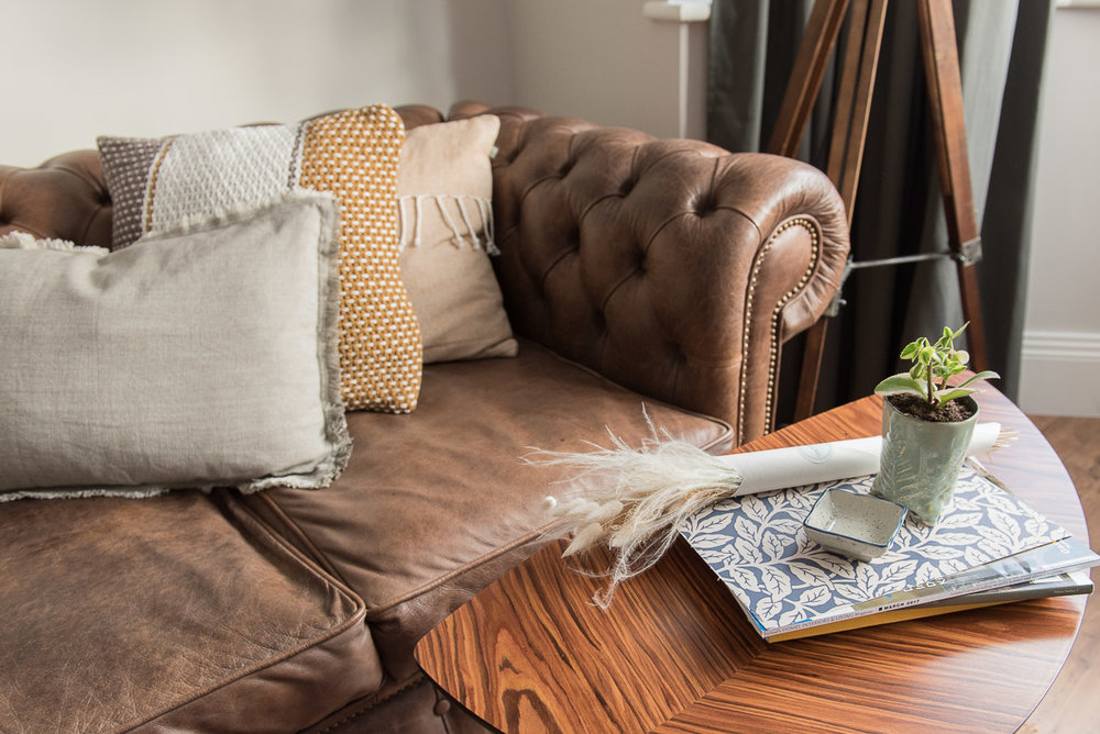 How to style and arrange your country look cushions in your living room