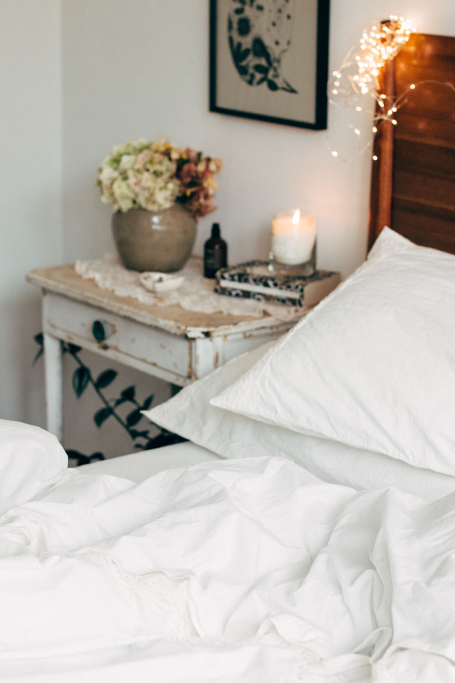 GORGEOUS BEDROOM STYLING BY LOBSTER + SWAN. SEE FULL POST HERE