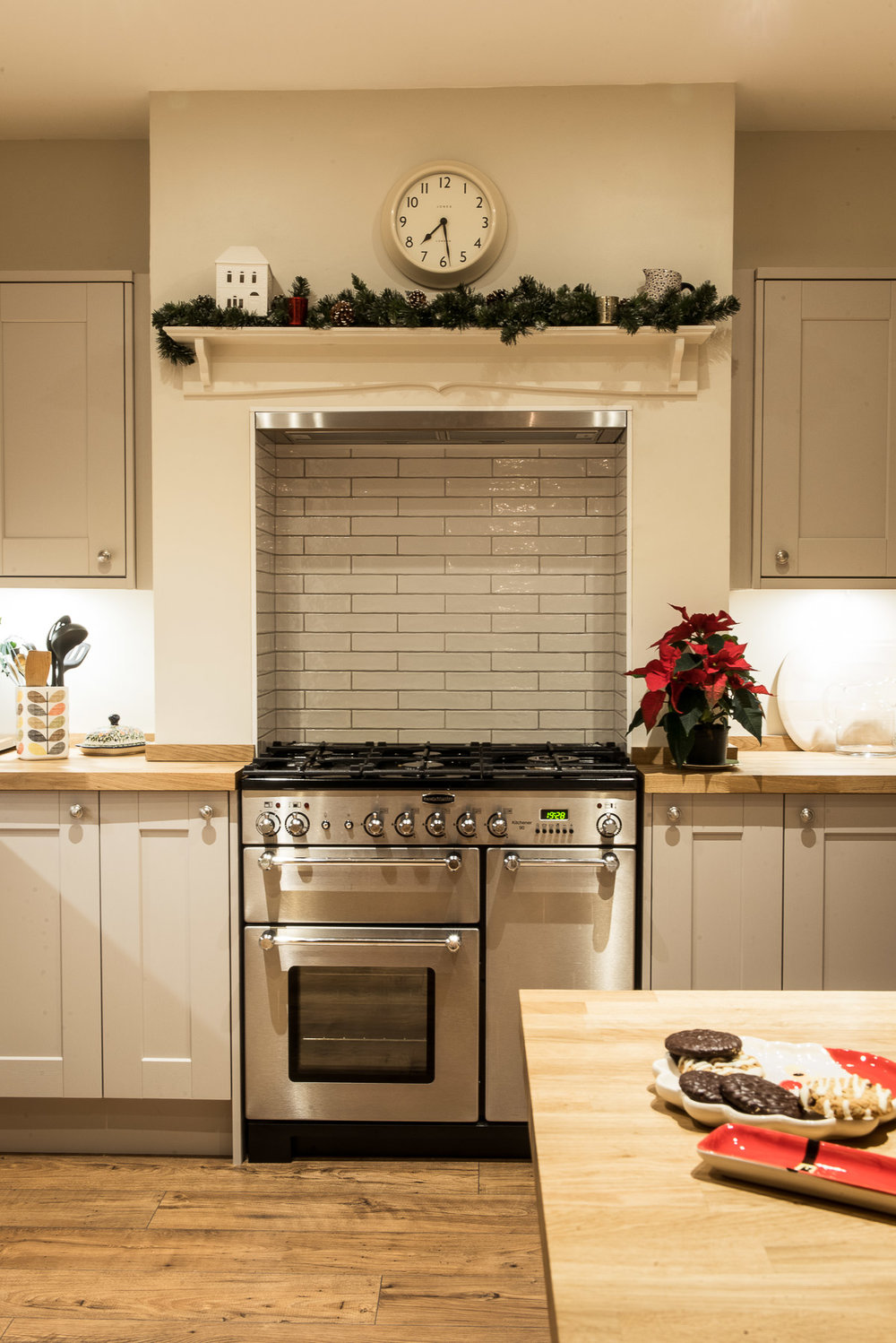 Kitchen diner christmas garland