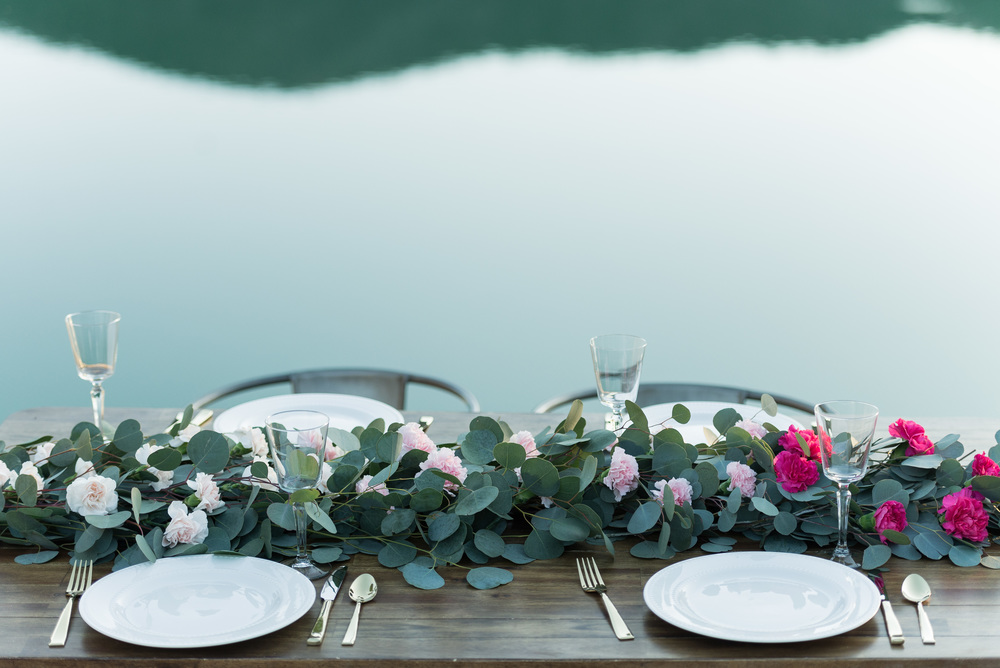 pink-ombre-flowers-with-green-garland