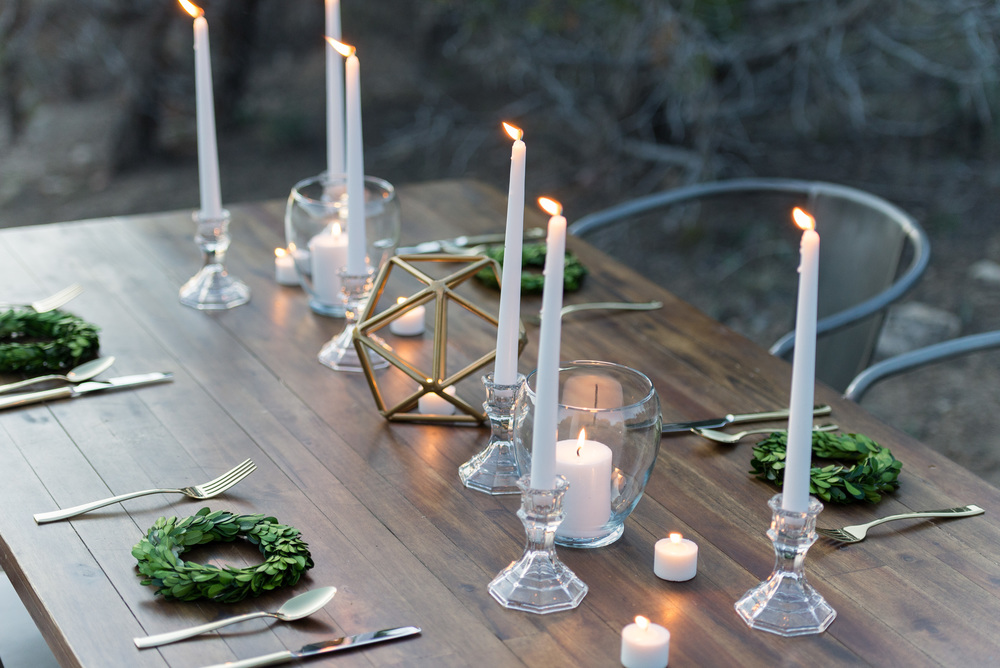 gold-and-white-wedding-decoration