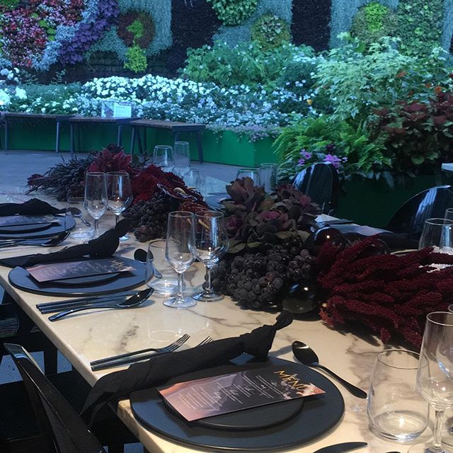 Peering out beyond this moody and delicious tablescape...to a heavenly garden of earthly delights! 🖤🍆🍇@thecollaborative @thecalyxexperience @theritchfamily @mivioleta @the_ella_group @harrythehirer @divine_events #moody #florals #beautiful #marble #matteblack #tablesetting #amazing #events #sydney