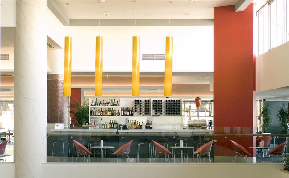 Mantra-Pacific-Hotel-Bar.t42424.jpg