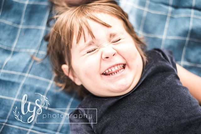 These giggles are contagious 💕 . . . #austinphotographer #atxkids #atxfamilyphotographer #austinfamilies #atxfamily #springsessions #kidsarethebest