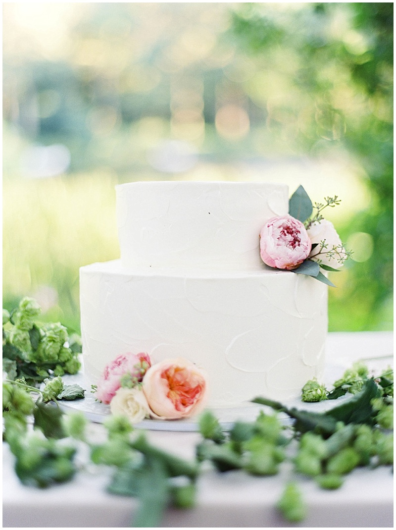 Oregon Wedding Florist cake