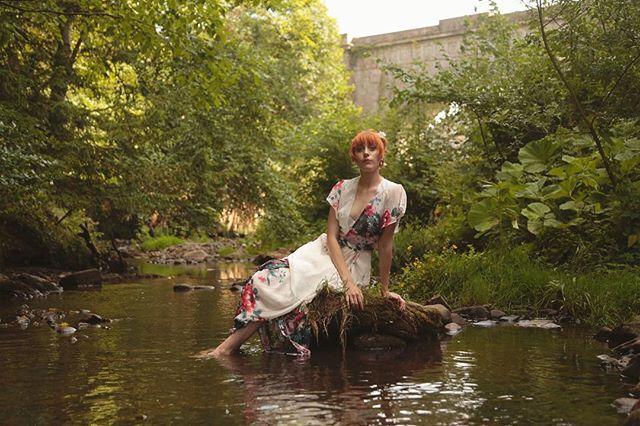 A wee evening summershoot with @cathistle_ #waternymph #photoshoot #model #summer #dalkeithcountrypark #redhead #redhairmodel #scotland #scottishforest #photobyelizarask #bridge #summertime #professional #river