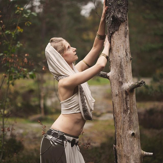 Forest tribal photoshoot with @a_dohlen #tribalfusion #photoshoot #nature #model #dancer #finnishnature #rastila