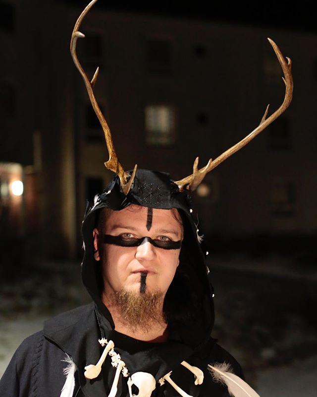 No nyt! #jooooona #shaman #poro #väkevät #noitaprojekti #sarvipää #photoshoot #oppari #thesis
