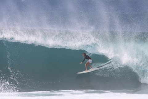WOMEN WHO SURF - BALLARD AT BACKDOOR