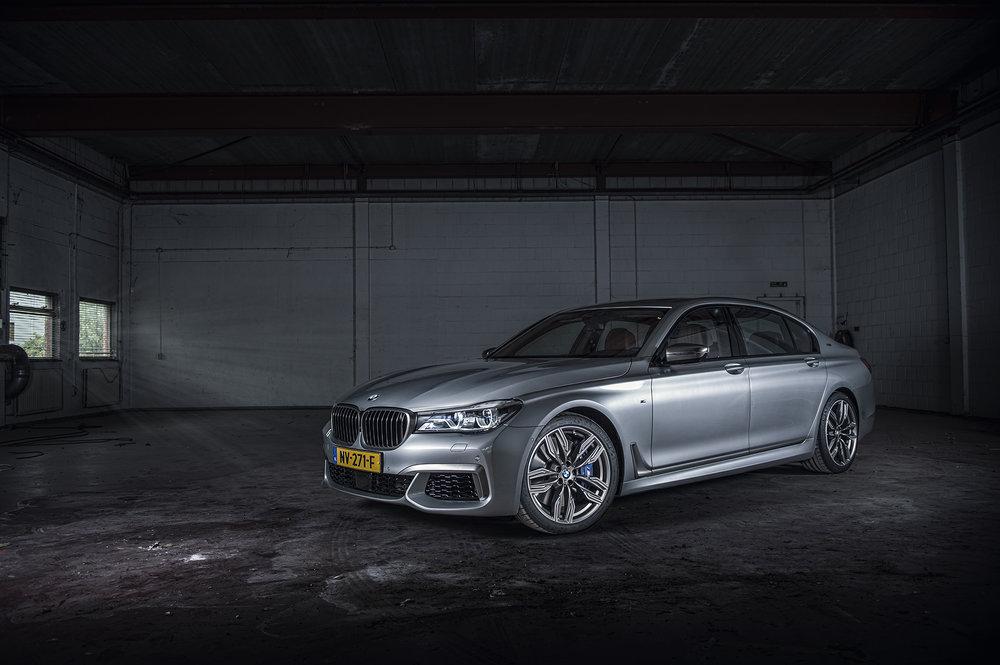 BMW760V12_03.jpg