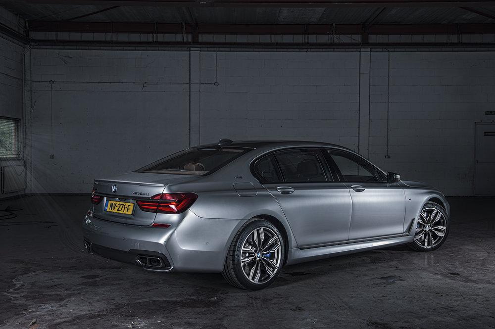 BMW760V12_09.jpg