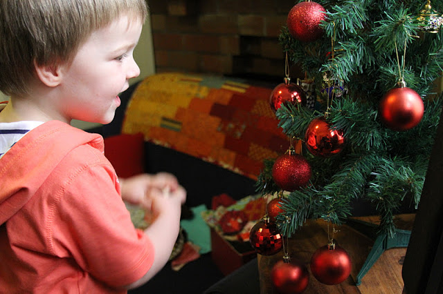 A Christmas Detour.A Christmas Detour Tales Of Cloth English Paper Pieces