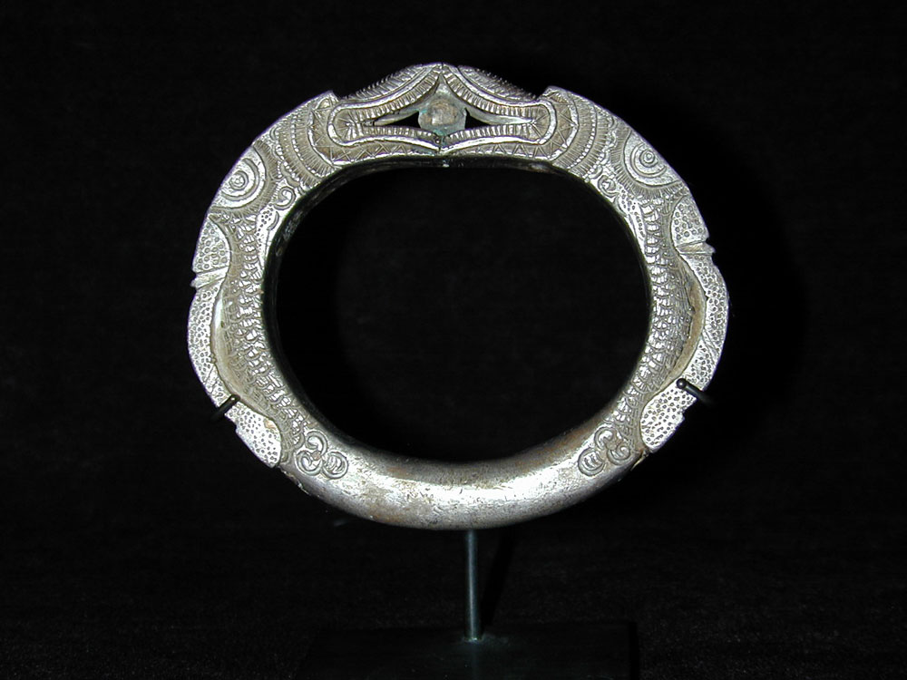 Hill Tribe silver bracelet, Golden Triangle or China, 19th century.