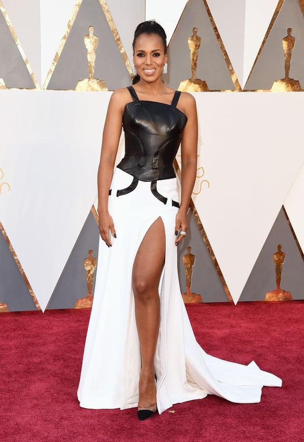 Kerry Washington usa Versace. Esse vestido serve pra ir em qualquer outra festa, mas Oscar? Acho que não amiguinha!