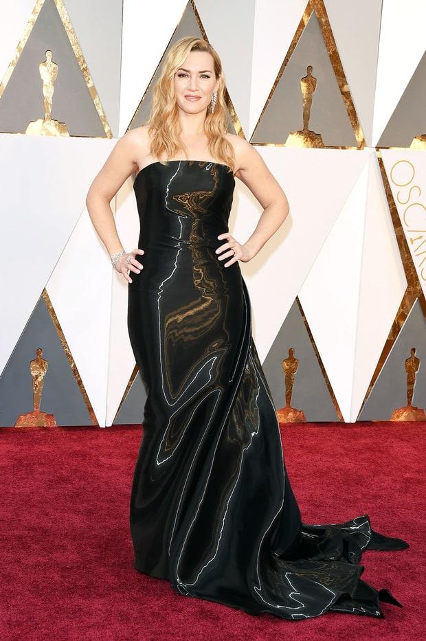 Kate Winslet usa Ralph Lauren ou seria...sacola de lixo? Péssima escolha, Rose. Péssima escolha!