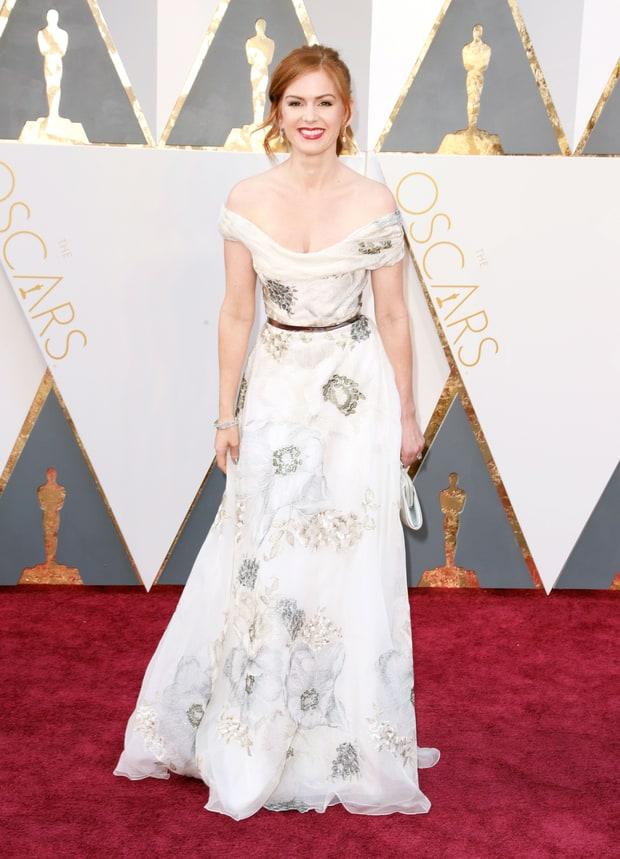 Isla Fisher usa Marchesa. Mais um caso de que horas olho pra esse vestido e acho lindo e outras horas acho que ela pegou uma toalha de mesa enrolou no corpo e foi pro Oscar.
