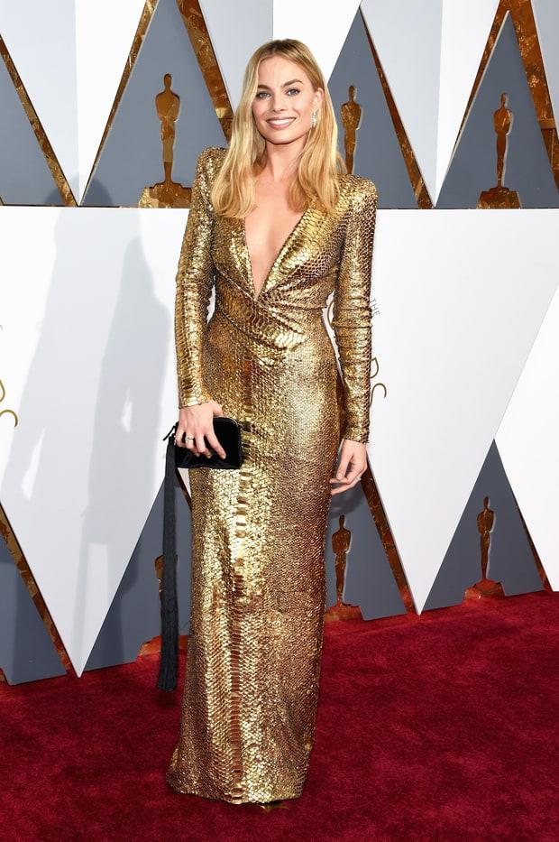Margo Robbie usa Tom Ford. Antes que vocês queiram me apedrejar, deixa eu me explicar: o vestido é lindo? Sim! Mas é nível Oscar? Não tenho tanta certeza. :(