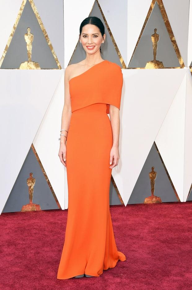 Olivia Munn usa Stella McCartney. Além de achar o vestido um tanto quanto simples demais, a cor não me agradou em nada. Talvez se fosse o mesmo vestido na cor preta, teria gostado mais.