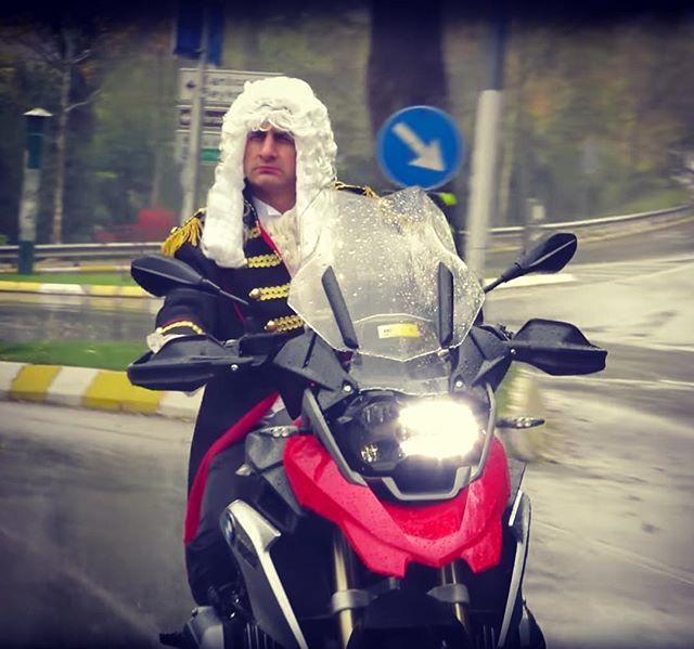 Eğitici videolarıyla motosiklet camiasındaki bir çok kişiye iyiliği dokunmuş güzel insan, maalesef bu çıldırmış ülkenin bilinmezliklerine o da yenik düştü ve çok sevdiği motosikletinin üzerinden can verdi.  Ailesinin ve motosiklet camiasının başı sağ olsun.  Huzur içinde uyu. #AltınElbiseliAdam ! #AEA #barkınbayoğlu