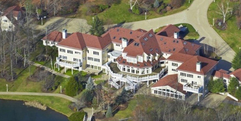 THIS IS NOT A HOTEL.  IT'S IRON MIKE'S AND 50 CENT'S OLD CRIB.  WHEN THEY HAD MONEY.