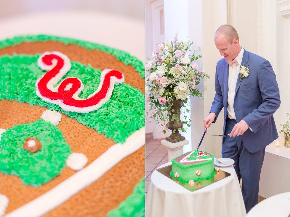 What a fun groom's cake!