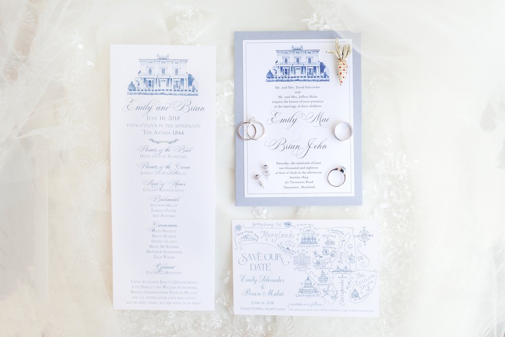 Beautiful invitation suite!