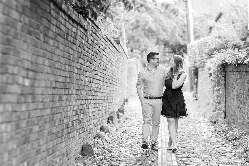 Lindy & Chris Engagement-101_virginia-engagement-photographer-old-town-alexandria-engagement-anna-grace-photography-photo.jpg
