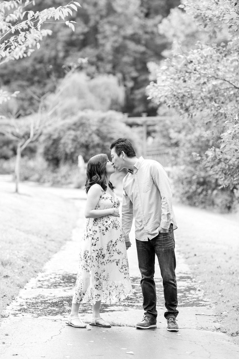 Elyse & Bryan Maternity-18_Meadowlark-Botanical-Gardens-maternity-Virginia-Maryland-maternity-photographer-anna-grace-photography-photo.jpg