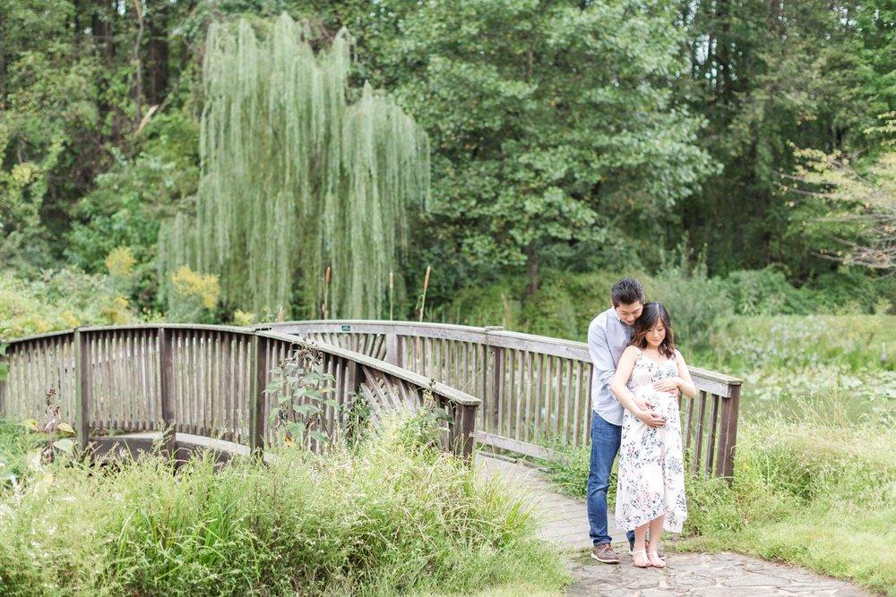 Elyse & Bryan Maternity-57_Meadowlark-Botanical-Gardens-maternity-Virginia-Maryland-maternity-photographer-anna-grace-photography-photo.jpg