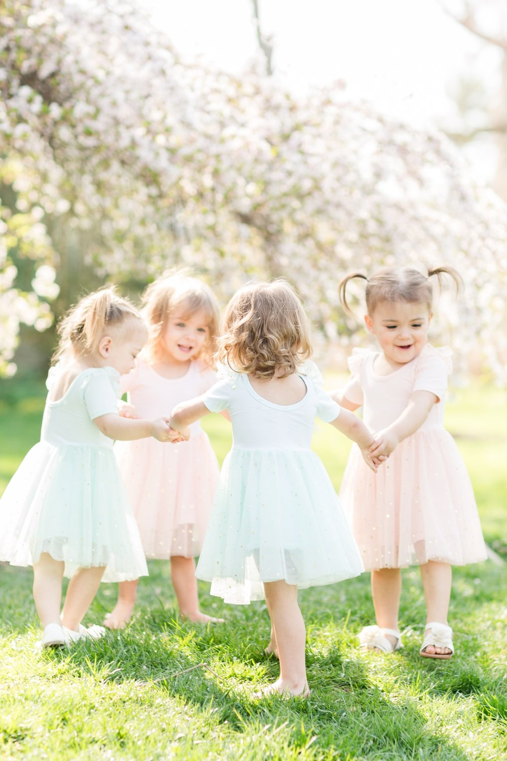 See more from this   ballerina family session at Sherwood Gardens  !