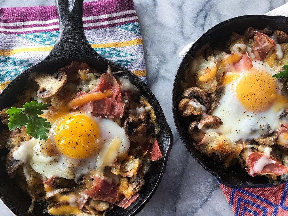 baked_eggs_pancetta_mushrooms_01