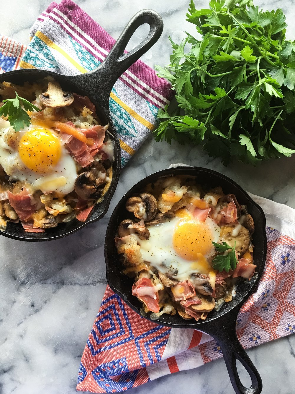 baked_eggs_pancetta_mushrooms_02