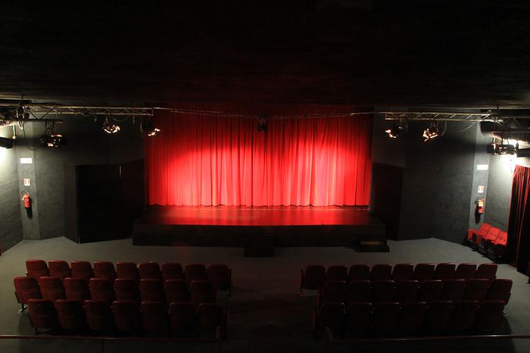 Il Teatro Instabilepuò essere affittato le mattine per conferenze, incontri, proiezioni, ecc. In allegato la scheda tecnica del teatro. Per info chiamare lo 0105702903 da lunedì a venerdì dalle 15.30 alle 18.30.