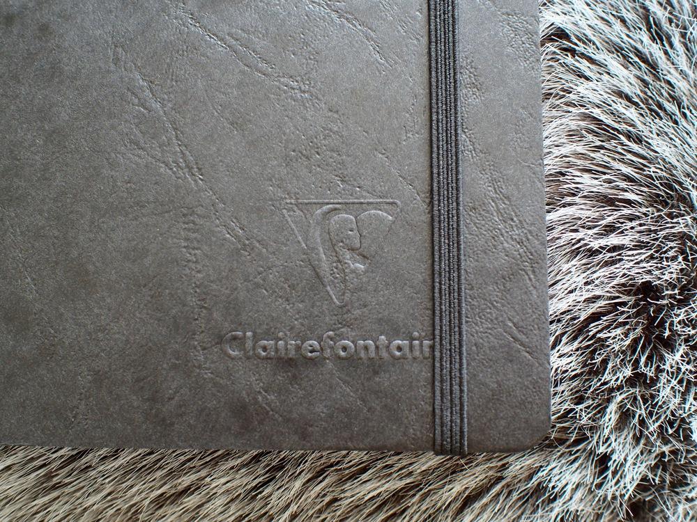 Front bottom right corner detail