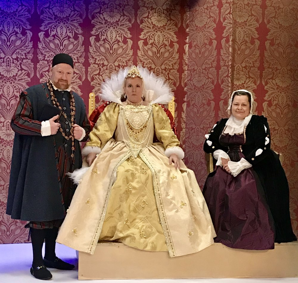 A show fit for a Queen - Blackadder II