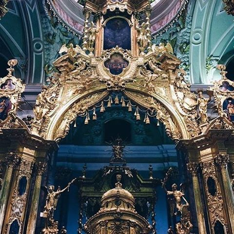 The inside of Peter & Paul's Cathedral looks more amazing than any hotel! #Russia #stpetersburg #peterandpaulcathedral #cathedral #architecture #breathtaking #christiantravelgroups #instagram #traveltorussia #ctgroups #travelgram #ctg #mustseeplace #looksbetterthanahotel