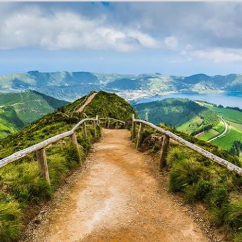 Find your favorite path! #adventure #ctgroups #findyourself #travel #christiantravelgroups #churchtrips #friends #greatview #instagood #photooftheday #travelgram #bucketlist #ctg #amazingnature #path #bringafriend #memories