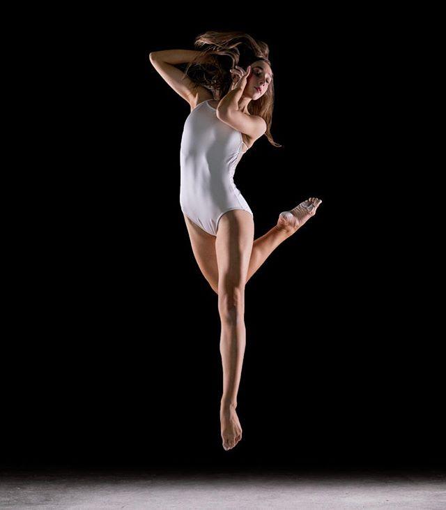 The beauty and elegance of a 💃 dancer. #dancephotographer #dancer #danceislife