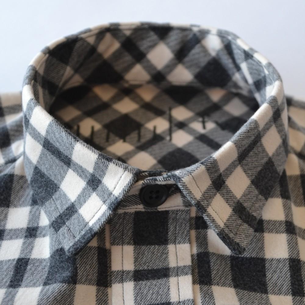 Collar: small squared-point, medium spread