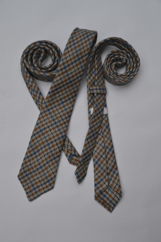Tweed: 100% linen, Italy